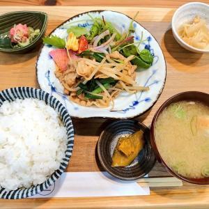 小松市中町の古民家を改装して2020年9月にオープンしたランチとテイクアウトのお店、39(saku)で豚肉とニラの和風炒め定食。