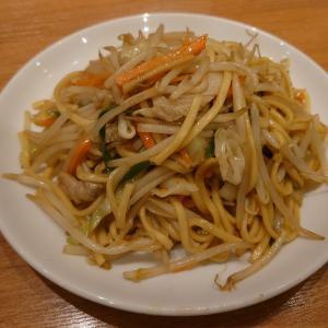 長年通い詰めている小松市の勝ちゃんで、定番の塩焼きそば、焼き餃子、若鶏丼。