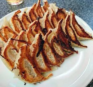 【神戸】赤萬 元町店の餃子食べた!メニュー&味噌タレの秘伝の味が分かる♪