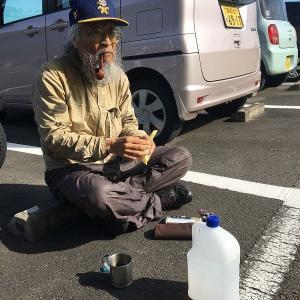 岩出山へ  駐車場でモーニングコーヒー