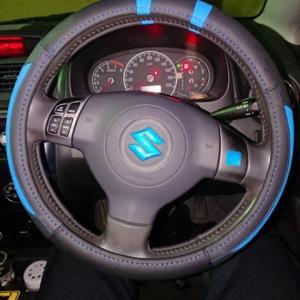 車のステアリングカバーを12年経って初めて付けてみました。