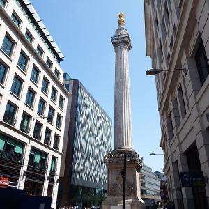 ロンドン大火記念塔(Monument to the Great Fire of London)の前で歴史について語ろう!