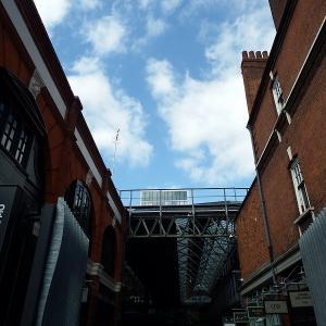 ロンドンのマーケットでマーケットらしさのあるはオールド・スピタルフィールズ・マーケット(Old Spitalfields Market)で出かけてみた。