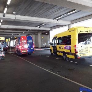 ロンドン ヒースロー空港でレンタカーを借りてみた。ハーツレンタカーまでの行き方・借り方を報告します。