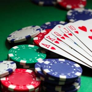 【悲報】年金も支払わずに勘違いでギャンブルにハマるアラサーモデルの末路・・・