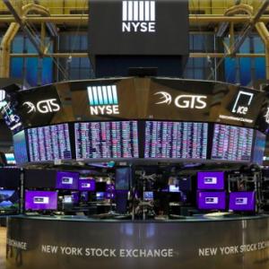 【悲報】米国株、好調すぎて買えない。