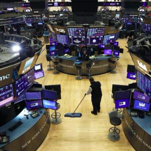 【悲報】NYダウ、後半にかけて勢いを失う。ハイテク株上昇の終焉か。