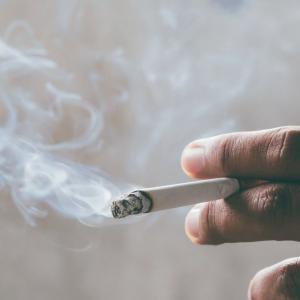 【悲報】JTさん、更なる値上げでタバコ1箱600円の時代へ・・・
