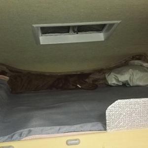 夏の車泊に向けて接触冷感ラグの購入、車内のキズ補修
