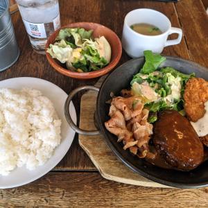 おいしいおかずが3品の洋食ランチ【バル akiba】