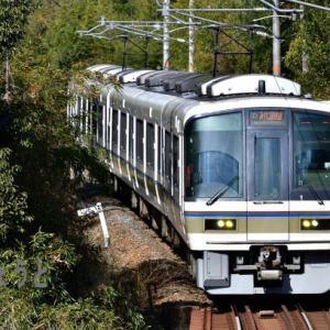 奈良線 クモハ221-1とクモハ220-1  上狛 椿井大塚山古墳 221系