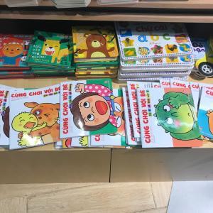 子育て駐在夫がハノイで本屋さんに行ったら、日本で見覚えのあるコンテンツがいっぱいで驚きました。