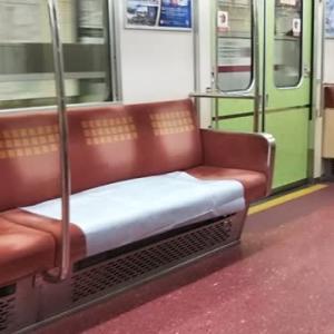 ピンポンパン!オメコから大阪メトロご利用の乗客の皆さんへお願いです。座席にオメコから液体を出さないでください。(笑)