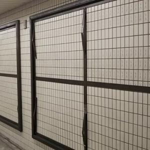 オメコどないなっているねん。天王寺駅の谷町線・御堂筋線連絡通路にある月単位で貼り替わる広告板。空きになっているやん。金曜日の夜大阪メトロ利用者信じられないくらい激減。
