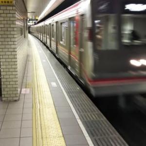 本日の御堂筋線大国町駅発21時36分発の天王寺行に乗りこむ乗客はえむびーまんだけ。大阪の夜は猛烈に静か。