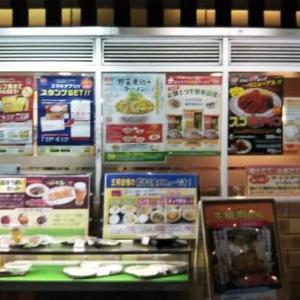 本日のディナーは餃子の王将日本橋でんでんタウン店へ。久々に繰り広げられる王将劇場に他の客からも笑いが。