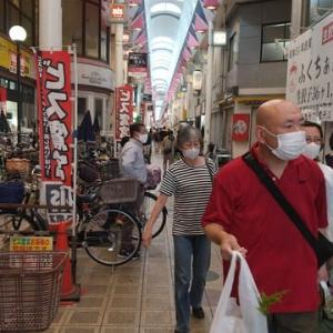 本日からお彼岸。本日昼に駒川商店街にある駒川花市場へ墓参りで使う仏花6束を買いに。特価250円の仏花は最後の6束が買えました。ラッキー。