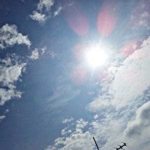 陰陽も入れ替わり変化する。「口」のような形の雲。(19.8.31.土)