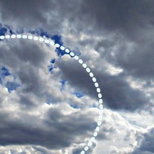 古代さんと深海さんの鋭角的な激しいエネルギー。大きな瞳の龍雲。水を飲む龍雲とバイソン。(19.9.30.月)