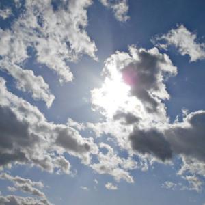 不思議な形の太陽。龍雲さんと沢山の明王や神様や仏様たち。(20.1.8.水)