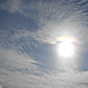 太陽の笠の虹。何故か太陽が卵型に写る日。大気重力波。(20.1.16.木)