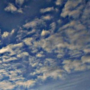 この日も雲が分かれる。見られている。異次元さんが鬼や陰に変化していく。(20.2.2.日)
