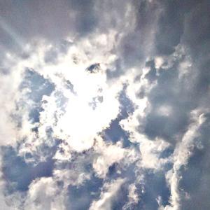 異次元さんや魂さんたちで満員の空。太陽を見る、大きな口を開けて驚きの表情の魂さんたち。(20.2.13.木)