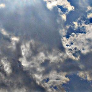 飛沫のような雲と太陽。ETみたいな異次元さん。鬼が陰に変わる。(20.2.13.木)