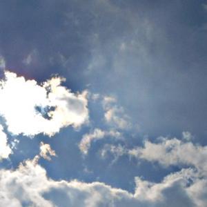 「7」。雲の流れによって、刻々と形が変わる太陽。沢山の異次元さんたち。(20.2.13.木)