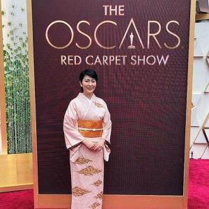 アカデミー賞レッドカーペットを歩いた時の松たか子の着物が凄かった!!    総絞りで 柄は高麗屋の家紋…  着物と帯で1000万円以上!! (まとめブログ)