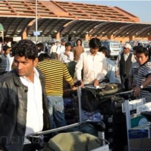 【現地報道に見るネパール市場の状況】海外出稼ぎ労働者による海外送金が8,790億ルピー(約8,790億円)に上る:2019年9月2日付けKathmandu Post紙