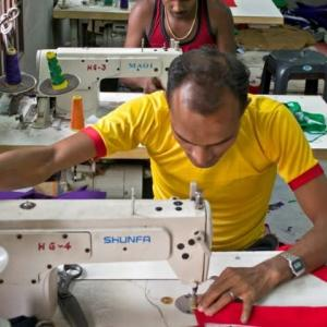 【現地報道に見るネパール市場の状況】ネパールの縫製産業の輸出額が13年ぶりの高値:2019年9月16日付けKathmandu Post紙