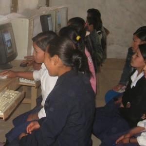 【現地報道に見るネパール市場の状況】情報通信当局が学校に対しITラボ・プロジェクトへの参画を要請:2019年9月20日付けKathmandu Post紙