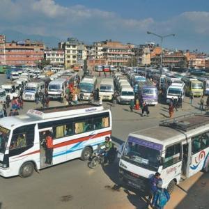 【現地報道に見るネパール市場の状況】政府は健康ガイドラインの順守を条件に公共交通機関の再開を許可:2020年7月9日付けKathmandu Post紙