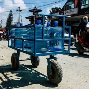 【現地報道に見るネパール市場の状況】Bhatbhateniスーパーマーケットが期限切れ飲料水を販売したことで30万ルピー(約30万円)の罰金:2020年7月25日付けKathmandu Post紙