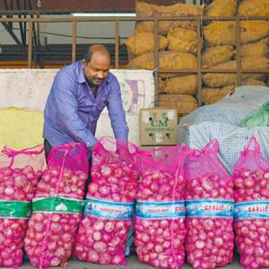 【現地報道に見るネパール市場の状況】輸入総額は減少しているが農産の輸入は拡大を続けている:2020年7月28日付けKathmandu Post紙