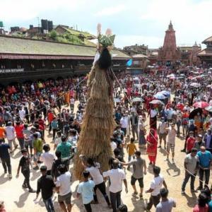 【現地報道に見るネパール市場の状況】新型コロナウイルスの感染リスクにもかかわらず、ガイジャトラ祭に大勢の人々が参加:2020年8月4日付けRepublica紙