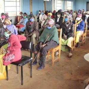 【現地報道に見るケニア市場の状況】100万人以上の脆弱な人々に対し44億シリング(約44億円)を支給:2020年11月24日付けDaily Nation紙