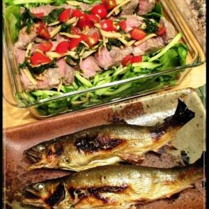 鮎の塩焼きと牛肉のサラダ