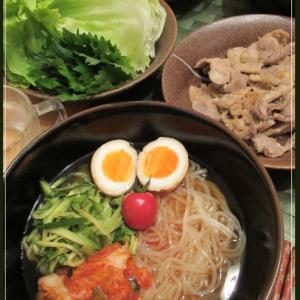 盛岡冷麺と生姜焼きのレタス巻