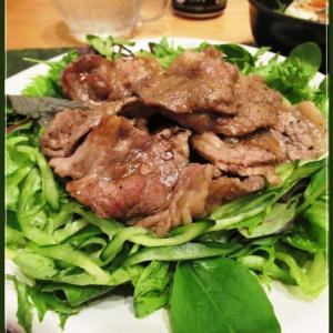 焼肉サラダとラー油豆腐