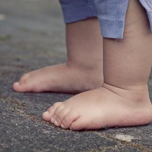 子供の足の臭いがたまらない!2つの効果的な対処法
