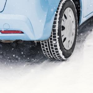 スタッドレスタイヤの交換って、どれくらい走ると変えルン?