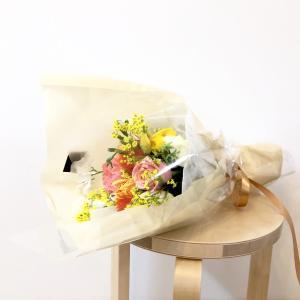 旦那の誕生日に花束を買って帰る