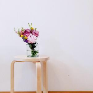 シャクヤクとトルコキキョウと庭の花たちのブーケ