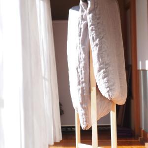 【東屋の衣桁】縁側でお布団を干す