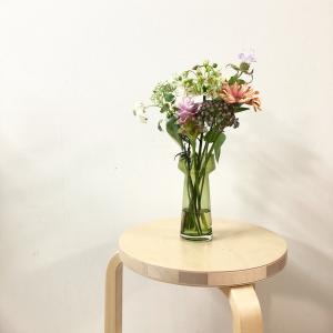 お花の定期便とカーディガンを手放して手持ちの服が146着になった話。