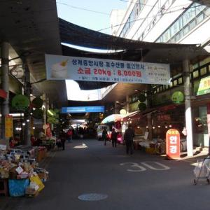 韓国・ソウルの地域の商店街