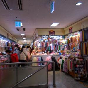 韓国ソウルの東大門市場のアクセサリー売り場
