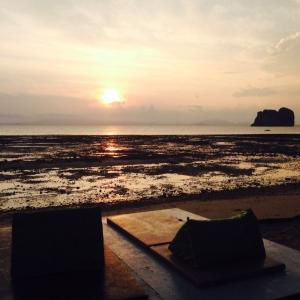 タイのビーチで貴重品、お金、荷物の正しい管理とは?